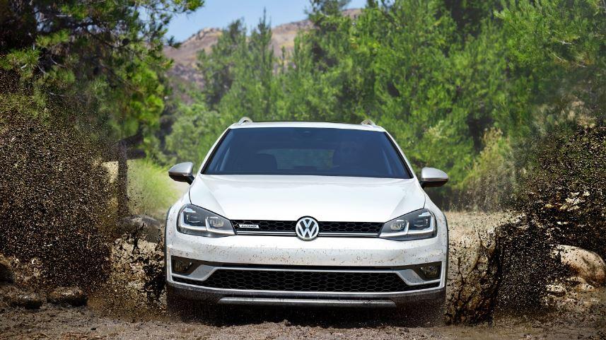 Volkswagen Driving in Mud
