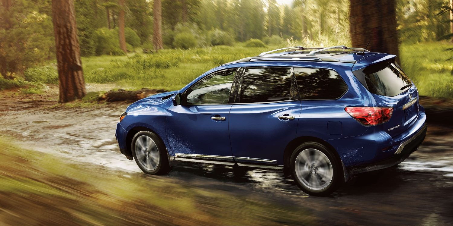 2018 Nissan Pathfinder driving offroad